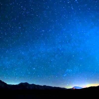 Yıldızlarla delik deşik karanlık
